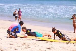 apprendre à surfer à Bali